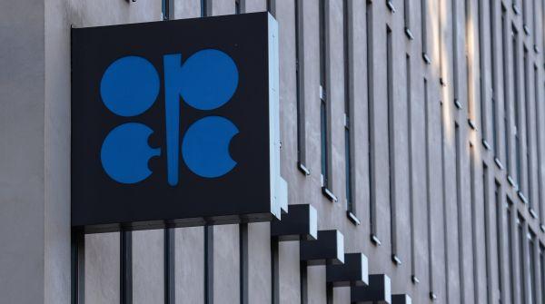 Символика ОПЕК на здании Организации стран - экспортеров нефти в Вене.