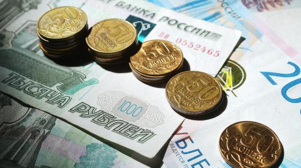 Монеты номиналом 50 копеек. С 2018 года Центральный банк РФ перестал выпускать в обращение монеты номиналом 1, 5, 10, 50 копеек.