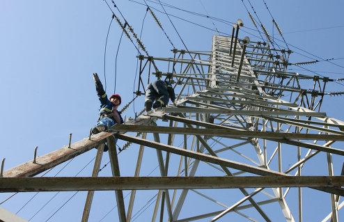 Монтажники во время проведения высотных работ