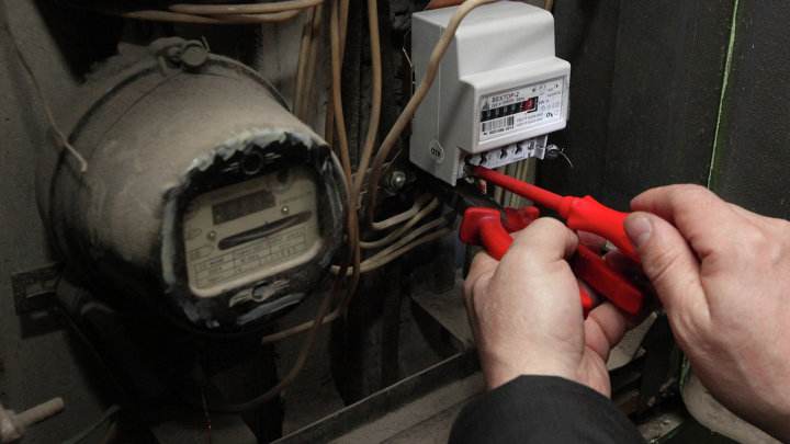 Замена старых электросчетчиков в жилых домах Владивостока