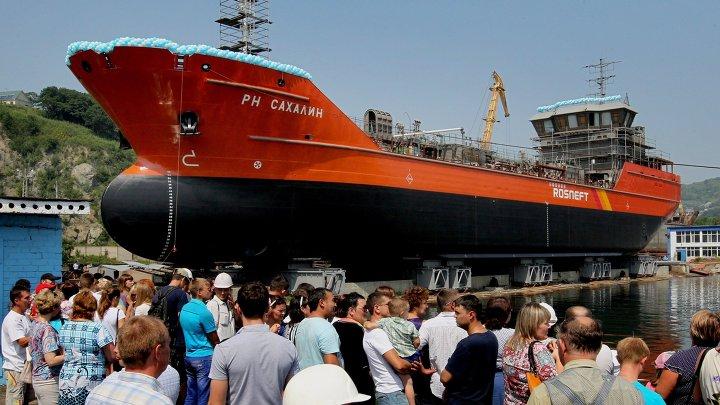 """Спуск на воду танкера """"Сахалин"""" в Находке"""