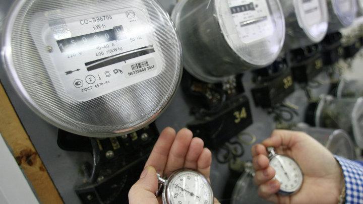Электрические счетчики в мастерской Калининградэнерго
