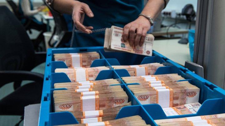 Паллет с банкнотами в отделении 1 Главного управления Центрального банка России по центральному федеральному округу.