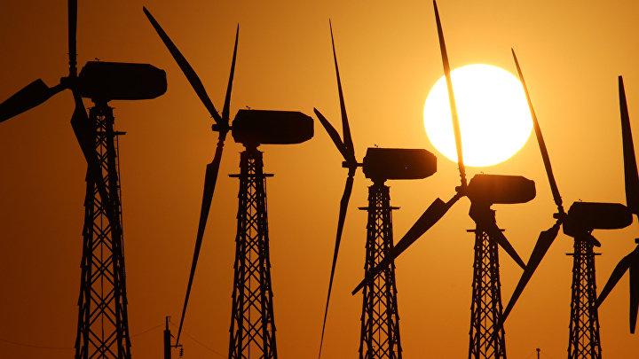 Ветрогенераторы на Мирновской ветроэлектростанции в Крыму.