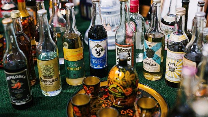 Экспонаты музея на предприятии по производству водки в городе Шуя Ивановской области.